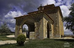 Ermita de San Lamberto (J.Gargallo) Tags: canon450d canon eos eos450d sanlamberto mosqueruela teruel aragón gudarjavalambre españa spain ermita sky clouds cielo cieloazul nubes bluesky canonefs18200