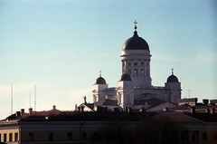 Helsinki, 2018 (rixo.hmnby) Tags: 35mm film filmlove thirtyfive urban city analoglove analog faded saturated oldschool travel tourism finland helsinki visitfinland suomi church cathedral uspenski architecture old sight white tower religion