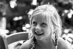 Maximum. (Canad Adry) Tags: sony e pz 18105mm g oss girl child noir et blanc black white monochrome portrait enfant fille regard eye yeux smile sourire laughing laughter af mount zoom wide open lens
