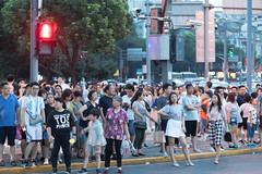 People at traffic crossing Shanghai, China (mistermacrophotos) Tags: people crowd tshirt traffic light crossing busy bund china shanghai