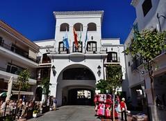 Ayuntamiento de Nerja - Málaga. (Eduardo OrtÍn) Tags: ayuntamiento nerja málaga mercadillo andalucía
