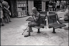 A ciggie break at the market (waex99) Tags: 2018 35mmf2asph august hp5 ilford leica m6 redhill singapore summicron lugs man market homme marché cigarette break ciggie analog argentique street chinese chinois