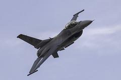 F-16 (Rob Blight) Tags: f16 generaldynamics lockheedmartin fightingfalcon viper aircraft aviation fighter jet farnboroughairshow plane afterburner military d850 nikond850 200500 200500mm