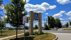 Aldi (North Windham, Connecticut) (jjbers) Tags: alidi grocery store supermarket north windham connecticut june 21 2018 road sign