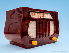 "Catalin DeWald Model A-501 ""Lyre"" or ""Harp"", Art Deco tube radio; Circa 1939, Made in USA by DeWald Radio Mfg Corp. (José Gustavo Sánchez González) Tags: gustavo josegustavo tube tuberadios dewald catalin harp lyre tabletop usa a501 vintage"
