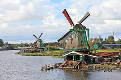 Windmills at Zaanse Schans - Zaandam, North Holland, Netherlands (Petitecornichon) Tags: netherlands holland 2017 windmall windmill zaanse schans zaanseschans northholland north zaandam zaandijk zaanstreek zaan river water mill dekat dezoeker hetjongeschaap degekroondepoelenburg dehuisman