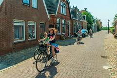 Hindelopen Schoolchildren (fotofrysk) Tags: children lunchbreak cycling bikes street cobblestones houses homes nederlan nederland netherlands friesland fryslan hindelopen hylpen sigma1750mmf28exdcoxhs nikond7100 201805294078