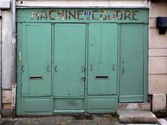 France: Chinon, machine a coudre (Henk Binnendijk) Tags: france frankrijk chinon loire paysdelaloire centrevaldeloire indreetloire touraine unescoworldheritagesite loirevalley historictown vienne valdeloire