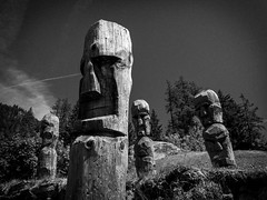 Keepers (LuxFactory) Tags: bois wood keepers statue bw noiretblanc sombre dark