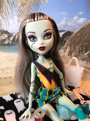 Frankie (Foxy Belle) Tags: monster high dolls beach bathing suits diorama 16 scale playscale vacation frankie stein