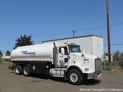 KAG West Kenworth T800 mobile fuel truck #7284 (Michael Cereghino (Avsfan118)) Tags: kag west kenan advantage group kenworth kw t800 daycab fuel truck tanker hauler