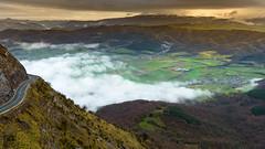 Amanecer en Orduña (Alberto Nalda) Tags: puerto orduña montesantiago amanecer nubes luz sol carretera invierno nieve niebla