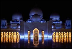 Scheich-Zayid-Moschee (Lukas_R.) Tags: fuji fujifilm xe3 fujinon 23mm f20 street abu dhabi scheichzayidmoschee travel light night architektur color