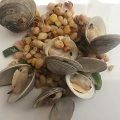 Clams with Alubias Blancas (htomren) Tags: phonepics food clams beans ranchogordo