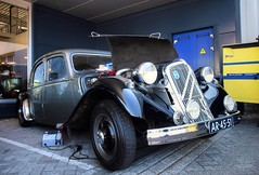 Citroën Traction Avant 15-6 H (Skylark92) Tags: nederland netherlands holland gelderland culemborg franse auto dag fad 2018 french car day road building sky tree truck people citroën traction avant 156 h 15cv six 6cyl hydropneumatic hydropneumatisch ar4551 1953