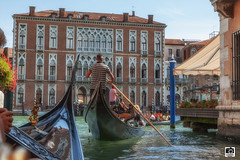 Góndolas en Venecia (Jesus M Glez) Tags: góndolas canal italia venecia gondoleros agua ruta paseo