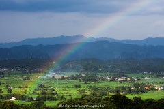 Close your eyes to see the Rainbow (langthangdaydo) Tags: green nature community valley rainday rainbow village field fields rice ricefield tree trees mountain hill rain magic miracle vietnam