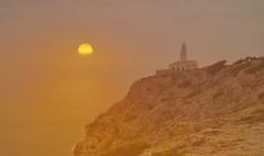 LEUCHTTURM (hlh 1960) Tags: lighthouse leuchtturm rock felsen sun sunrise sonne sonnenaufgang sol soleil nature landschaft landscape wasser water meer spanien colour farben golden espania licht light