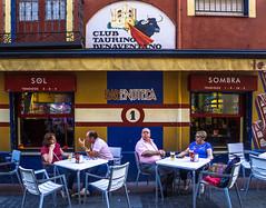 Sol y Sombra (228/365) (Walimai.photo) Tags: color colour street candid robado calle benavente zamora spain españa caminodesantiago víadelaplata lx5 lumix panasonic bar enoteca sol sombra