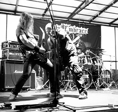 Fatal Embrace (Gerrit Berlin) Tags: 2018 europa fuji fujixt1 impressionen musicfestival ostberlin personen schnappschuss sommer summer festival heavymetal hotweather köpenick lights metal metalmaniacs metalmaniacsberlin müggelsee müggelstahl openair person fatalembrace