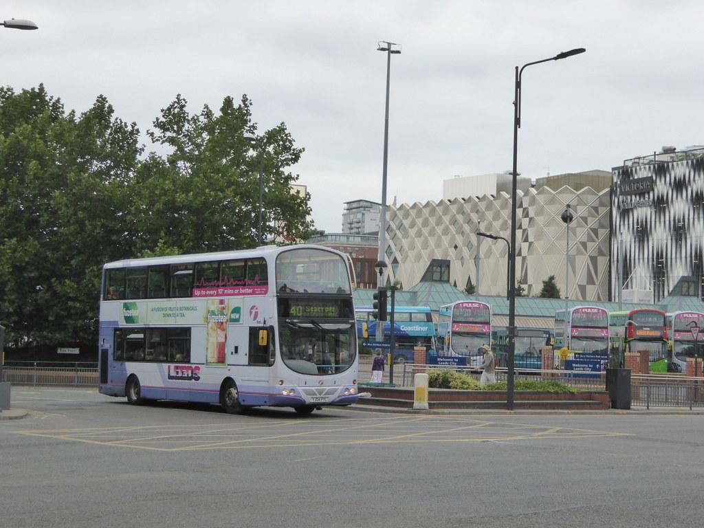 First West Yorkshire 32440 YJ04 FYL on 40, York St, Leeds (sambuses)