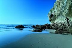 Planeta tierra (<María>) Tags: cielo mar océano agua roca rocas playa bahia arena costa paisaje acantilado bahía