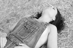 Sobre la hierba (Agustín 68. Fotografía) Tags: artistico arbol bosque bokeh blancoynegro cataluña ciudadconencanto descaro desenfoque d7200 desnudo exterior ester fotografia fotografiacreativa gallecs hojas hierba jardin nikon luznatural luz modelo mujer molletdelvalles naturaleza ojos ojosverdes posado profundidaddecampo paisaje parque retrato reportaje reportajefotografico rinconconencanto sesion sensual sexy