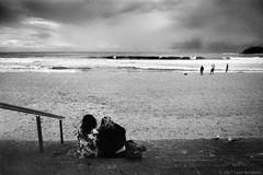 autumn days, Manly beach 2017  #028 (lynnb's snaps) Tags: fomadonlqn jchstreetpan400 leicaiiif summitar5cmf2 bw beach film autumn summitar leitzsummitar5cmf2ltm 2015 barnack leicafilmphotography rangefinderphotography 2017