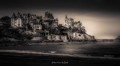 Dinard 2018 (EBoss Fotografie) Tags: dinard france blackwhite blackandwhite bretagne brittany sea waves water sand beach building house dark sky ancient old architecture