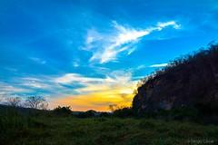 Pôr do Sol (DiogoCésar) Tags: pôrdosol natureza nature paisagem landscape serradocabral serra vegetação natural naturephotography americadosul brazil cerrado estradareal cores coresvivas sunset sunshine sol sun céu sky