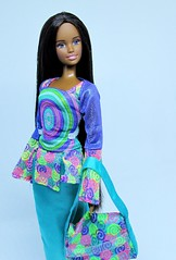 Nikki alone (Nickolas Hananniah) Tags: teen skipper nikki fashiondoll barbiedoll model nikkidoll skipperdoll teenskippernikkifashionparty aadoll africandoll toy doll barbie