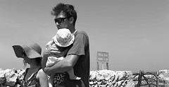 Islas Baleares, geografía humana, Ciutadella de Menorca, 2017-06 (Vfersal) Tags: familia puntanati ciutadella ciudadela menorca illesbalears islasbaleares españa geografíahumana excursionistas fotografíacallejera