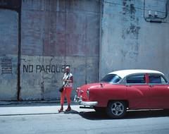 Streets of Havana - Cuba (IV2K) Tags: havana habana lahabana cuba cuban kuba cubano caribbean kodak kodakfilm kodakportra kodakportra160 portra160 mamiya mamiya7 mamiya7ii mediumformat colorfilm colourfilm