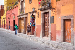 heartfelt (bugeyed_G) Tags: sanmigueldeallende mexico mexican hispanic street colonial historic unesco worldheritagesite travel tourism pedestrians architecture sidewalk