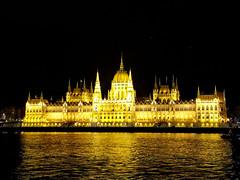 Budapest Parliament (Pavlov'sDog) Tags: parliament budapest hungary hungria parlamento river danubio danube nightpicture night nightphotography kossuth kossuthlajostér13 imresteindl imre steindl