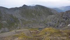 Det er øde mellom Hammarsettindane og Lafjellet. (Martin Ystenes - hei.cc) Tags: hammarsetttindane hammarsettindane gimsdalen sykkylven sunnmøre sunnmørsalpane sunnmørsalpene møreogromsdal martinystenes fjell vestlandet norway norge natur