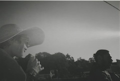 009.jpg (Tai Moura) Tags: film filme konica vx400 preto branco black white expired vencido olympustrip100r lomo lomography lomografia