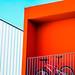 Le balcon rouge et le vélo