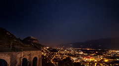 La Bastille, Grenoble. (Romain Didier) Tags: nuit night paysage france grenoble la bastille étoiles drapeau français lumière ville isère montagne mountain ciel sky orange landscape nikon d7500 nikkor dark étoile summer été city street lightlumière jaune yellow outside dehors colorful coloré color couleur vacation vacance art artistique region area star stars fort forteresse ancien old black sombre étrange stranger nature natural amazing photography photographie best meilleure view vue horizon