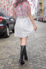 Schwerin Sommerregen (Oli_21) Tags: schwerin mecklenburg vorpommern norden norddeutschland méduse gummistiefel kleid regen sommer schirm flamingo diy city mode fashion outfit ootd