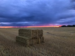 Straw Bale Rain Shower Sunset (Marc Sayce) Tags: straw hay bale rain shower red orange sky sundown sunset countryside fields ropley soke four marks hampshire summer august 2018