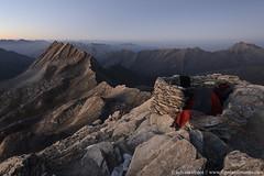 DSC_6003 (www.figedansletemps.com) Tags: bivouac rando hiking paindesucre queyras crêtedelataillante rocher rocks montagne mountain alpes alps hautesalpes france heurebleue bluehour tente tent