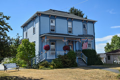 Historic Coupeville, Whidbey Island (SonjaPetersonPh♡tography) Tags: washington washingtonstate stateofwashington pacificnorthwest pnw nikon nikond5300 whidbeyisland historicbuildings historicsite nationalregisterofhistoricplaces coupeville portofcoupeville coupevillewharf oldbuildings historic pier shops stores saratogapassage penncove tourists antiques artists galleries pugetsound