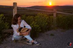 Fin del Día. (Carlos Velayos) Tags: mujer woman chica girl retrato portrait atardecer sunset amanecer dawn cielo sky nubes clouds belleza beauty elegancia elegance landscape paisaje strobist sol sun