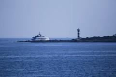 IMG_4085 Sa Rapita, Mallorca (Fernando Sa Rapita) Tags: canon canoneos eos6d mallorca sarapita tamron tamron150600 barco boat ship yacht yate blue azul sea mar water agua sky cielo faro lighthouse