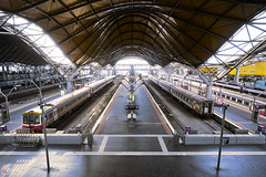 Melbourne (Bill Thoo) Tags: southerncrossstation melbourne victoria station trainstation trains railway railwaystation architecture engineering industrial australia urban city built interior travel sony a7rii ilce7rm2 zeiss batis 18mm