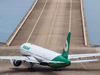 EVA AIR B777-300ER B-16728 002