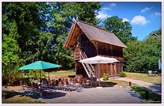 Treppenspeicher (Don111 Spangemacher) Tags: treppenspeicher historisch gebäude oberhaverbeck orte garten gartencafe cafe urlaub lüneburgerheide dorf niedersachsen norddeutschland naturpark bispingen wolken bunt baum