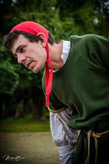 _DSC0017.jpg (mickaelboilot) Tags: rouge chateaudepeyras costume paysan médiéval