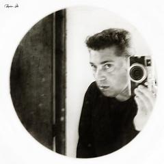 Yo y mi Fuji (Marco . Vite) Tags: fujifilm fujifilmx100 autoretrato marcovite bn monocromo espejo